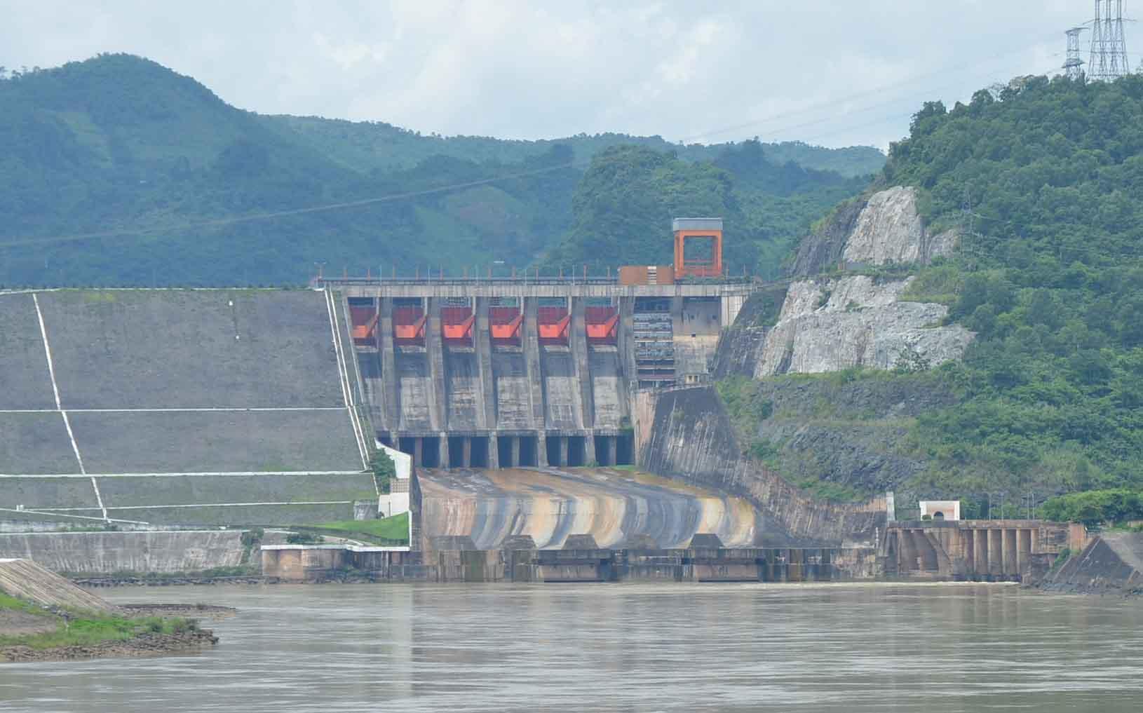 Nhà máy thủy điện Hòa Bình - Thung Nai - Mai Châu
